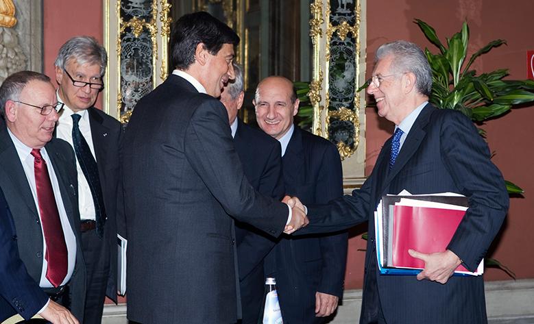 Il Presidente di Casartigiani, Giacomo Basso, in un incontro istituzionale con Mario Monti